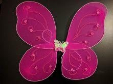 Криле на пеперуда цикламени