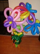Букет цветя голями със змия